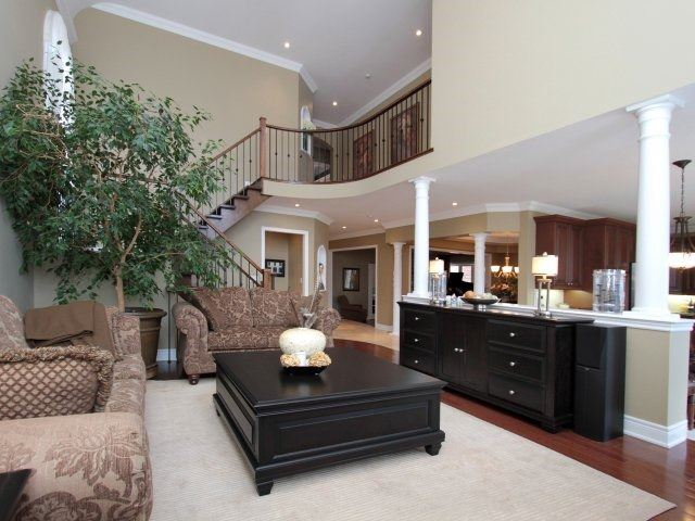 Detached at 2336 Gamble Rd, Oakville, Ontario. Image 15