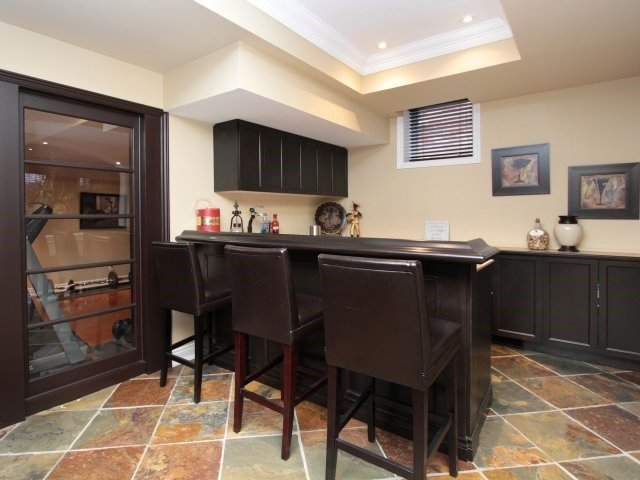 Detached at 2336 Gamble Rd, Oakville, Ontario. Image 5