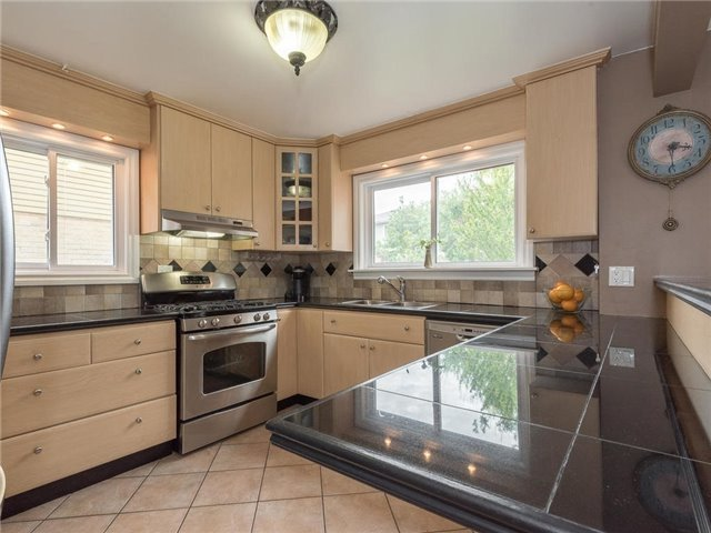 Detached at 6236 Miller's Grve, Mississauga, Ontario. Image 16