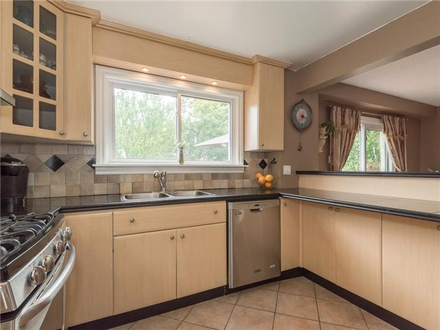 Detached at 6236 Miller's Grve, Mississauga, Ontario. Image 17