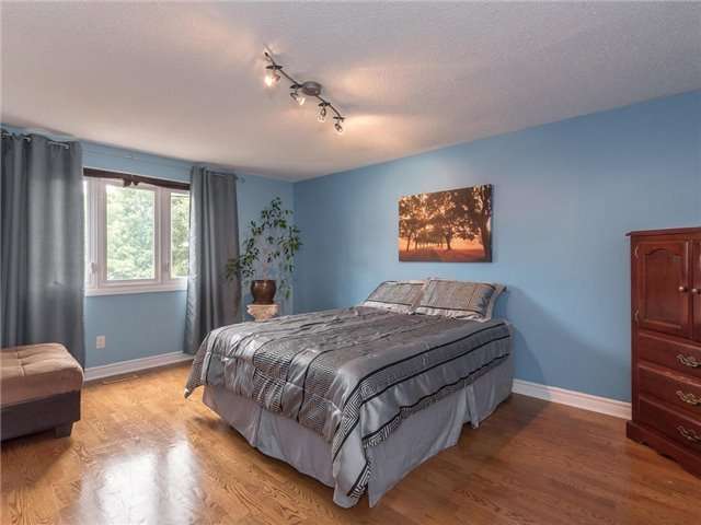Detached at 6236 Miller's Grve, Mississauga, Ontario. Image 2