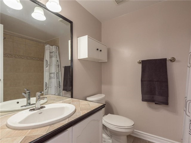 Detached at 6236 Miller's Grve, Mississauga, Ontario. Image 3