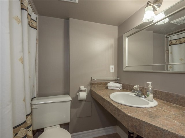 Detached at 6236 Miller's Grve, Mississauga, Ontario. Image 9