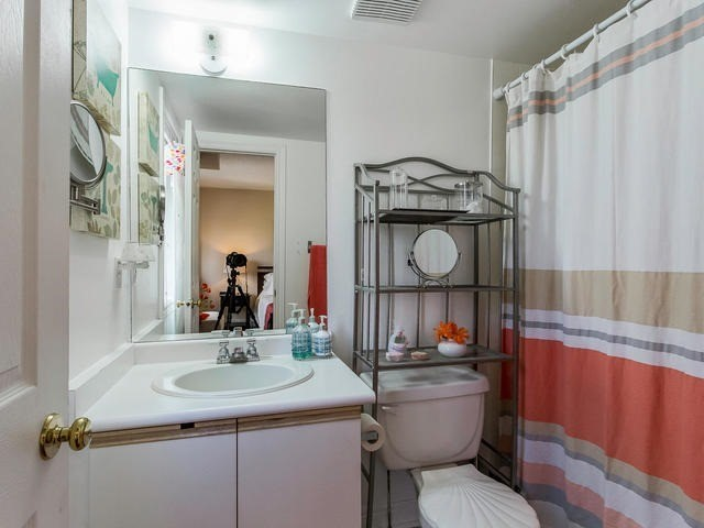 Condo Townhouse at 6950 Tenth Line, Unit 70, Mississauga, Ontario. Image 5