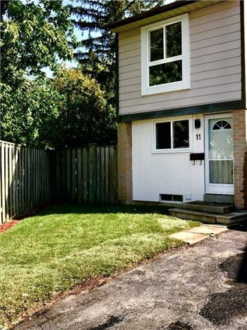 Townhouse at 11 Grantbrook Crt, Brampton, Ontario. Image 1