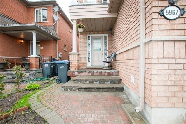 Semi-detached at 5967 Churchill Meadows Blvd, Mississauga, Ontario. Image 12