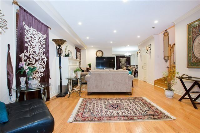 Semi-detached at 5967 Churchill Meadows Blvd, Mississauga, Ontario. Image 16