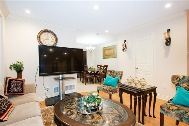 Semi-detached at 5967 Churchill Meadows Blvd, Mississauga, Ontario. Image 18