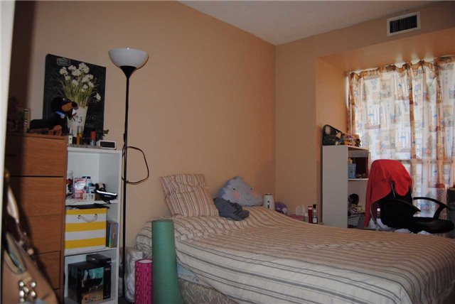 Condo Apartment at 4470 Tucana Crt, Unit 2006, Mississauga, Ontario. Image 11