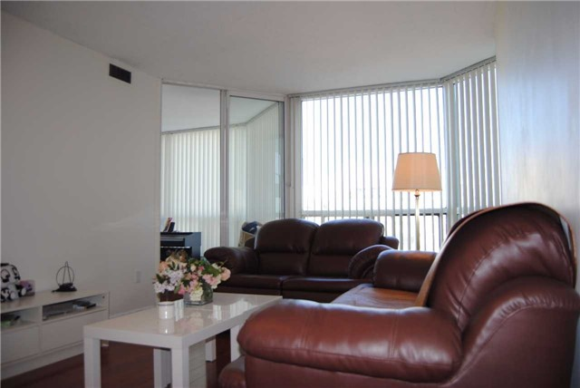 Condo Apartment at 4470 Tucana Crt, Unit 2006, Mississauga, Ontario. Image 2