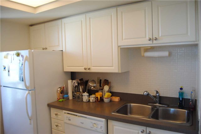 Condo Apartment at 4470 Tucana Crt, Unit 2006, Mississauga, Ontario. Image 6