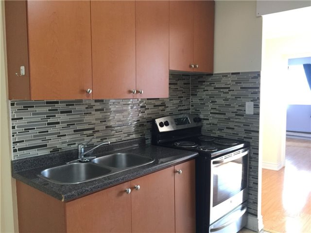 Condo Townhouse at 3025 The Credit Woodlands Rd, Unit 330, Mississauga, Ontario. Image 6
