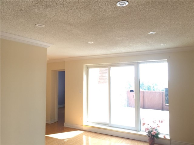Condo Townhouse at 3025 The Credit Woodlands Rd, Unit 330, Mississauga, Ontario. Image 3