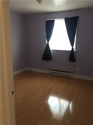 Condo Townhouse at 3025 The Credit Woodlands Rd, Unit 330, Mississauga, Ontario. Image 4