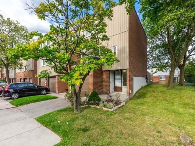 Condo Townhouse at 400 Bloor St E, Unit 104, Mississauga, Ontario. Image 1
