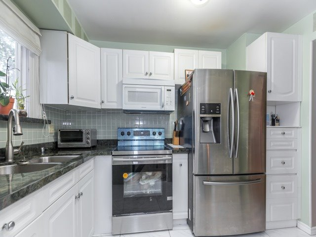 Condo Townhouse at 400 Bloor St E, Unit 104, Mississauga, Ontario. Image 12