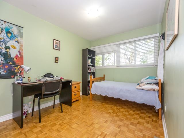 Condo Townhouse at 400 Bloor St E, Unit 104, Mississauga, Ontario. Image 15
