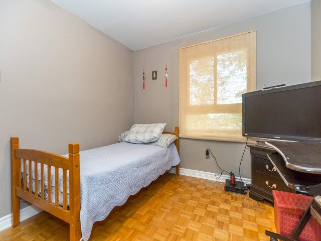 Condo Townhouse at 400 Bloor St E, Unit 104, Mississauga, Ontario. Image 2