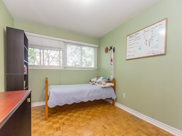 Condo Townhouse at 400 Bloor St E, Unit 104, Mississauga, Ontario. Image 3
