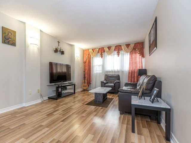 Condo Townhouse at 400 Bloor St E, Unit 104, Mississauga, Ontario. Image 5