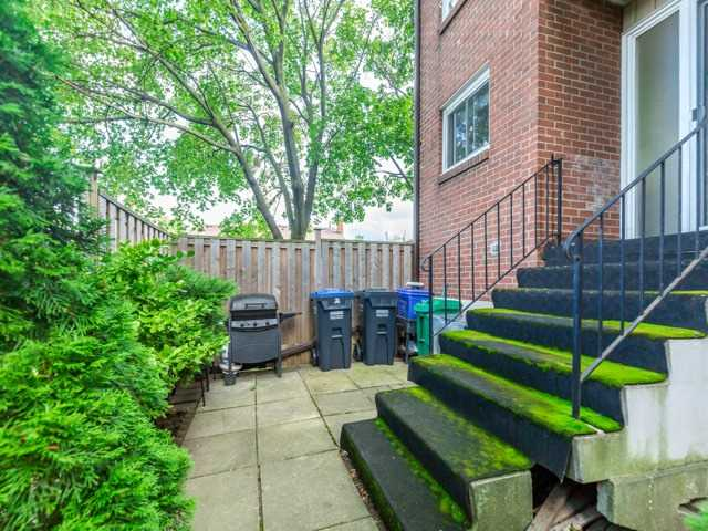 Condo Townhouse at 400 Bloor St E, Unit 104, Mississauga, Ontario. Image 8