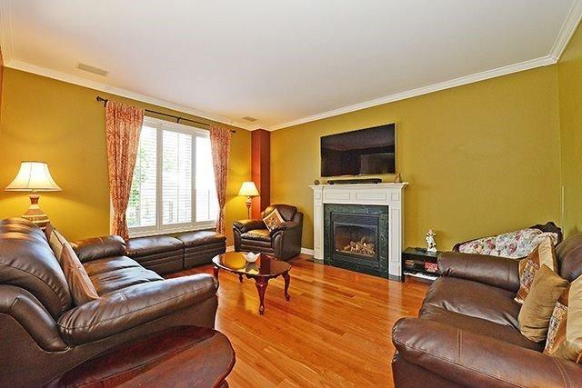 Detached at 2317 Parkglen Ave, Oakville, Ontario. Image 14