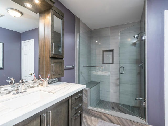 Semi-detached at 46 Silvervalley Dr, Caledon, Ontario. Image 3