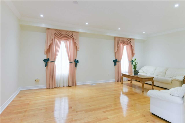 Detached at 6913 Vicar Gate, Mississauga, Ontario. Image 14