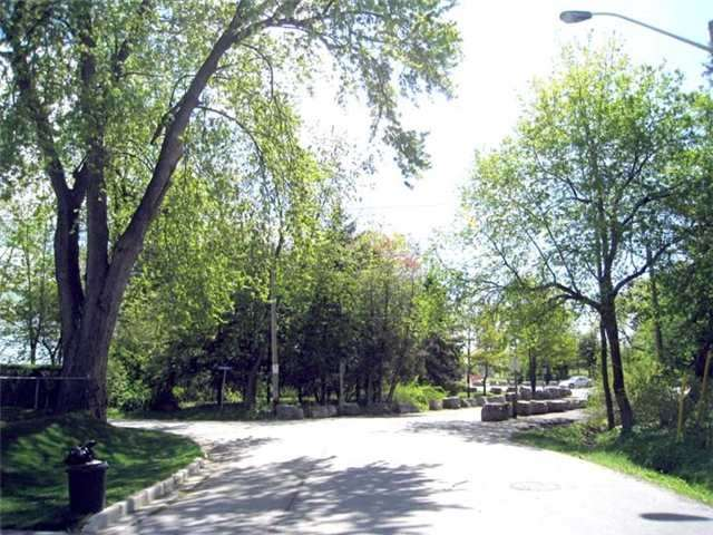 Detached at 768-A Montbeck Cres, Mississauga, Ontario. Image 6