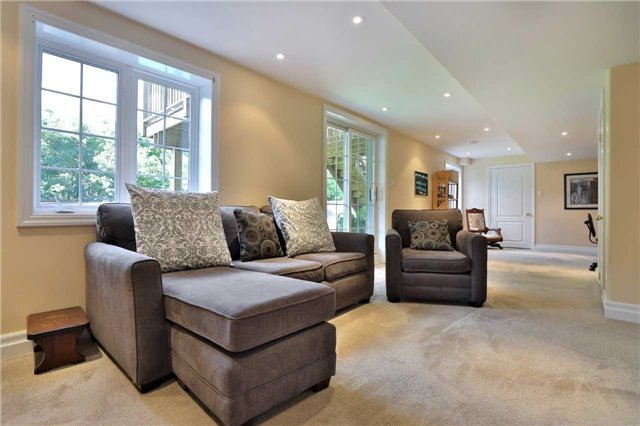 Detached at 2519 Scotch Pine Dr, Oakville, Ontario. Image 7