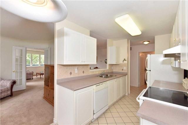 Condo Apartment at 7 Dayspring Circ, Unit 201, Brampton, Ontario. Image 15