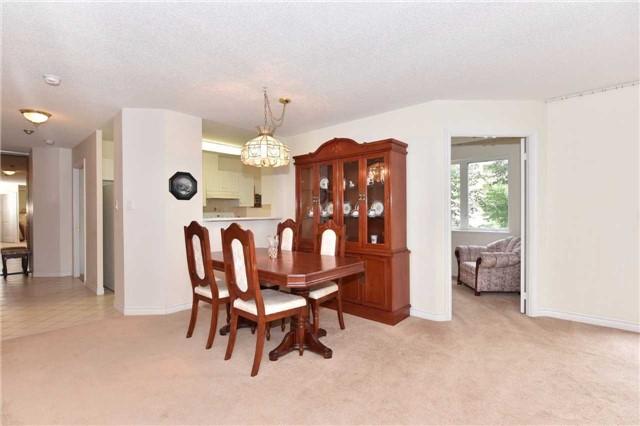 Condo Apartment at 7 Dayspring Circ, Unit 201, Brampton, Ontario. Image 19