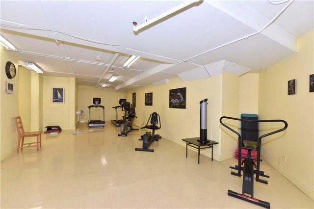 Condo Apartment at 7 Dayspring Circ, Unit 201, Brampton, Ontario. Image 10