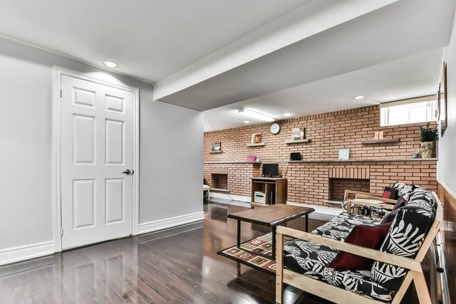 Detached at 9 Quinby Crt, Toronto, Ontario. Image 3