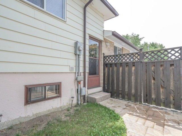 Semi-detached at 14 Graymar Rd, Brampton, Ontario. Image 9