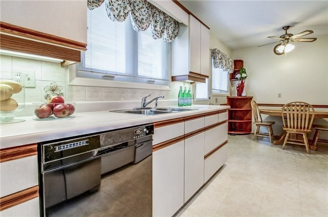 Detached at 1035 Homeric Dr, Mississauga, Ontario. Image 18