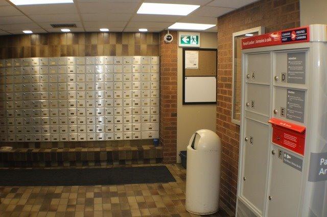 Condo Apartment at 2929 Aquitaine Ave, Unit 612, Mississauga, Ontario. Image 9