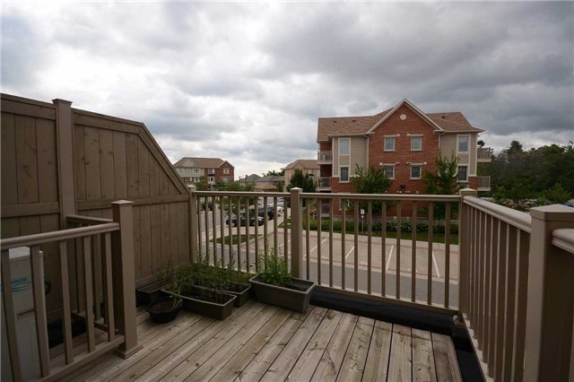Condo Townhouse at 3100 Thomas St, Unit 12, Mississauga, Ontario. Image 2