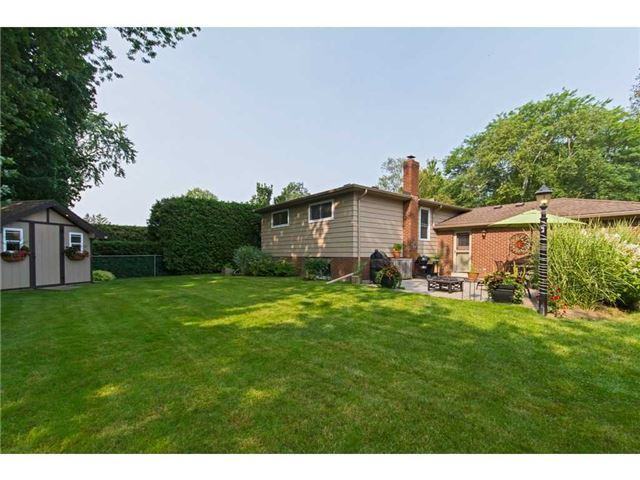 Detached at 4446 Hawthorne Dr, Burlington, Ontario. Image 10