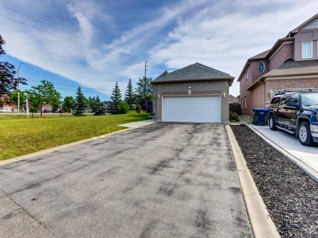 Detached at 7349 Zinnia Pl, Mississauga, Ontario. Image 12