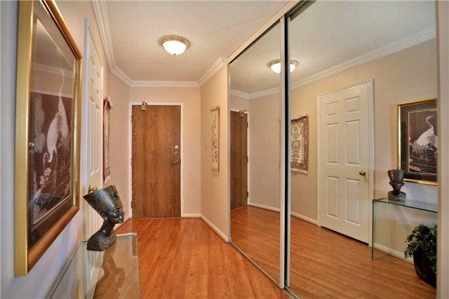 Condo Apartment at 1230 Marlborough Crt, Unit 810, Oakville, Ontario. Image 12
