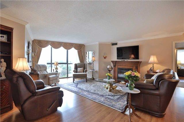 Condo Apartment at 1230 Marlborough Crt, Unit 810, Oakville, Ontario. Image 14