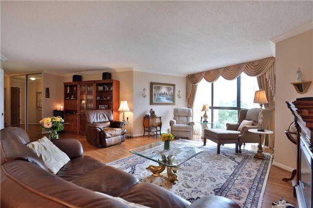 Condo Apartment at 1230 Marlborough Crt, Unit 810, Oakville, Ontario. Image 15