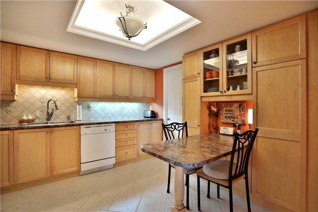 Condo Apartment at 1230 Marlborough Crt, Unit 810, Oakville, Ontario. Image 2
