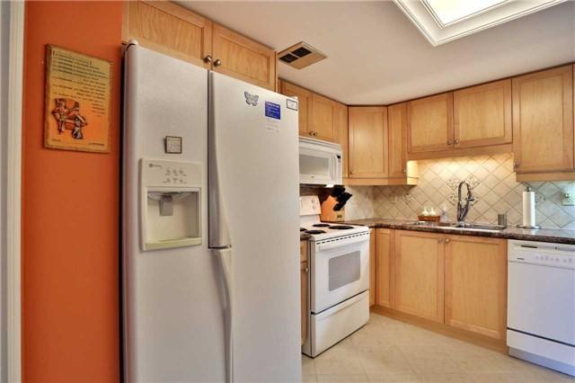 Condo Apartment at 1230 Marlborough Crt, Unit 810, Oakville, Ontario. Image 3