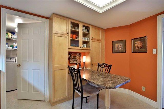 Condo Apartment at 1230 Marlborough Crt, Unit 810, Oakville, Ontario. Image 4