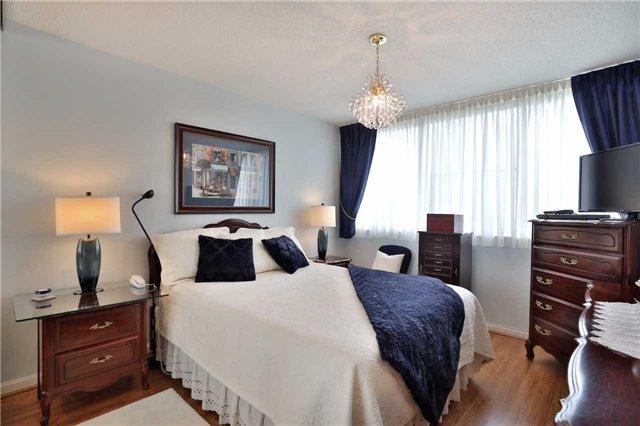 Condo Apartment at 1230 Marlborough Crt, Unit 810, Oakville, Ontario. Image 7