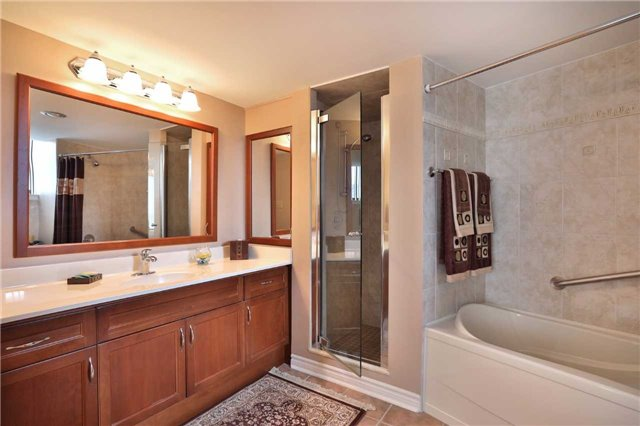 Condo Apartment at 1230 Marlborough Crt, Unit 810, Oakville, Ontario. Image 9