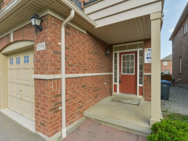 Semi-detached at 5578 Bonnie St, Mississauga, Ontario. Image 11