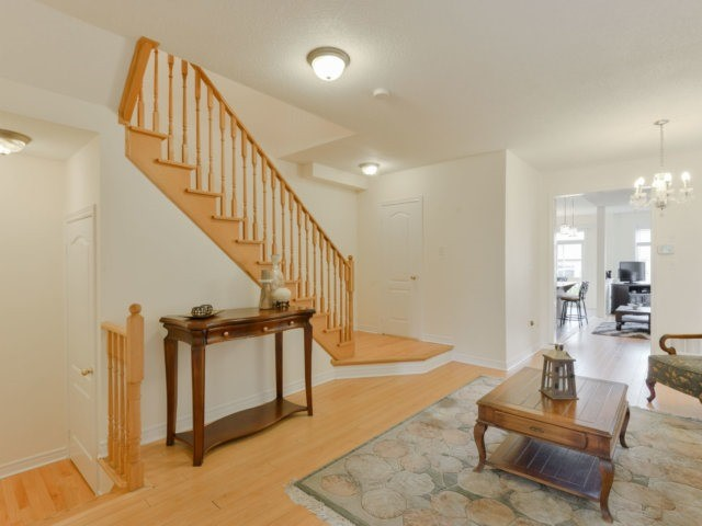 Semi-detached at 5578 Bonnie St, Mississauga, Ontario. Image 12